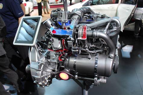 le nouveau moteur  dci renault sur le stand mercedes