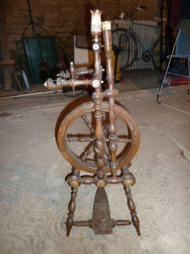 antique spinning wheel  picked   pretty antique