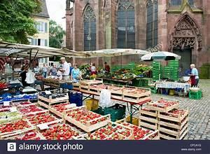 Markt De Freiburg Breisgau : markt in m nsterplatz freiburger m nster im hintergrund freiburg im breisgau baden ~ Orissabook.com Haus und Dekorationen
