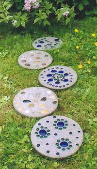 garden stepping stones How to make garden stepping stones with Quikrete | eHow UK