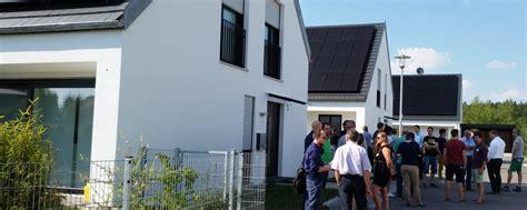 Erste Effizienzhaus Plus Siedlung Deutschlands by Effizienzhaus Plus Siedlung In Massivbauweise Hautnah