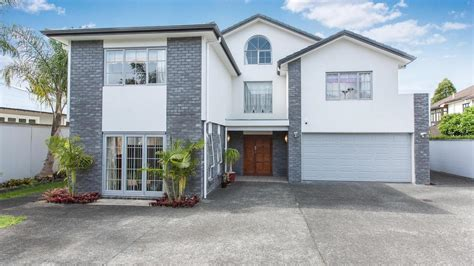 Luxury Family Home In Excellent Location  5 Pukenui Road