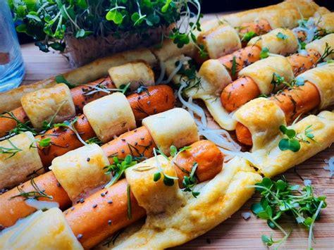 Receptes.lv - Kārtainās mīklas un cīsiņu brokastis/uzkoda