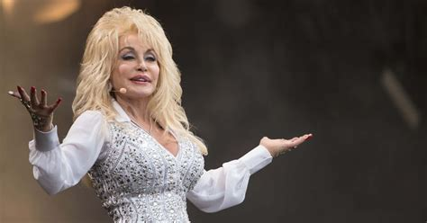 'A Holly Dolly Christmas': Is Dolly Parton's CBS Special ...