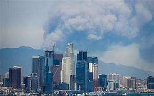Photo Los Angeles : smoke towers over los angeles skyline as fresh wildfires erupt in california ~ Medecine-chirurgie-esthetiques.com Avis de Voitures