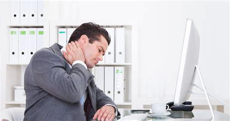bureau homme d affaire am 233 liorez votre poste de travail en 12 gestes faciles