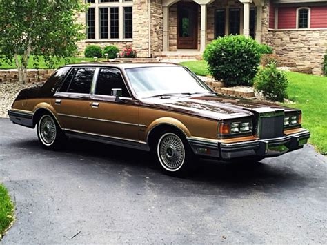 1983 Lincoln Continental Valentino Sedan 4-Door 5.0L