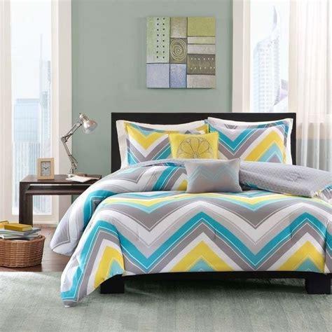 chambre jaune et bleu chambre bleu et gris idées déco en tons neutres et froids