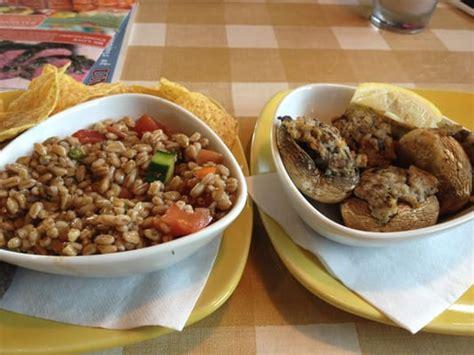 Anche la preparazione dei macaroni and cheese è molto semplice. Italian Chain Restaurant Recipes: Mediterranean Farro Salad