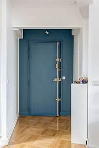 porte d39entree bleu canard et parquet ancien With couleur de peinture bleu 2 nuances de bleu amp style industriel frenchy fancy