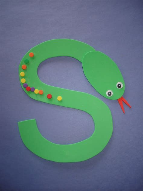 letter s crafts for preschoolers letter quot s quot snake use fruit loops or colored dot 894