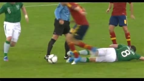 Liga dan kompetisi sepak bola di seluruh dunia telah ditangguhkan karena krisis virus corona. NGAKAK!!! PELANGGARAN PALING LUCU DALAM SEPAK BOLA 2018 ...