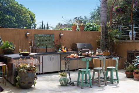 How To Design Outdoor Kitchen