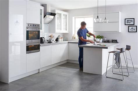 kitchen oven cabinet it santini gloss white slab diy at b q 2388