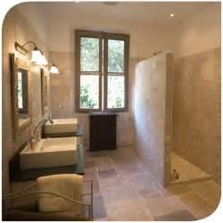 maison de la salle salle de bain ancienne moderne