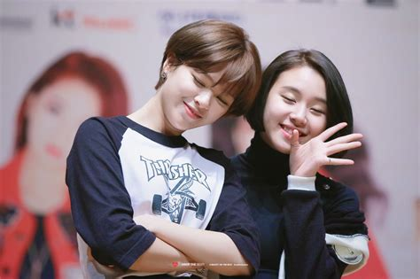 Jeongyeon And Chaeyoung  Twice Ft Sixteen Pinterest