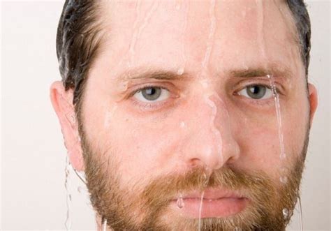Do You Shave Before Or After You Shower - should you shave before or after a shower 5 ways to