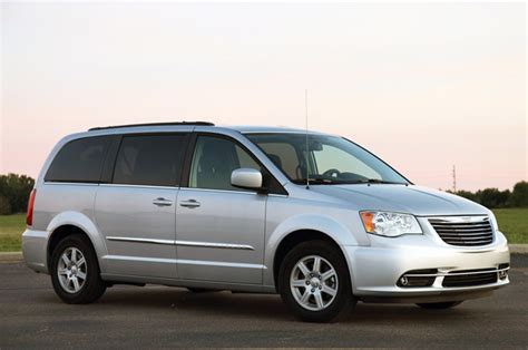 Minivans With Awd by Next Chrysler Minivan To Get Optional Awd Nine Speed Auto