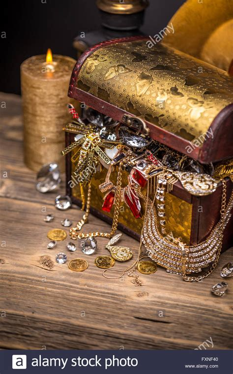 Pirate Treasure Chest Stock Photos & Pirate Treasure Chest Stock Images Alamy