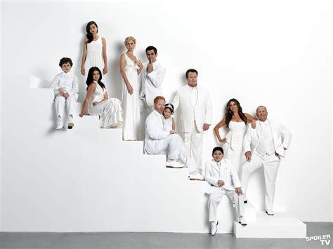 modern family season 3 modern family images season 3 cast2 wallpaper photos 37540917