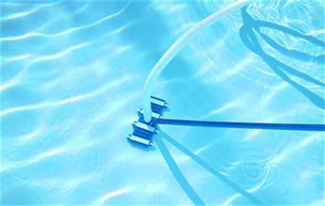 quel aspirateur manuel de piscine choisir