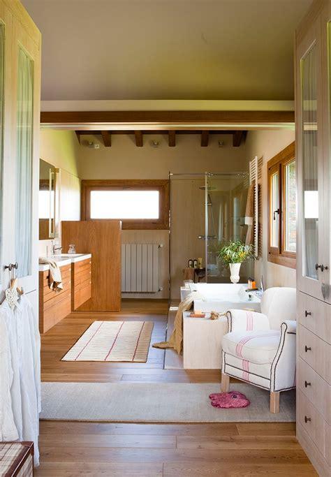Un Baño Abierto Al Dormitorio Y Al Vestidor