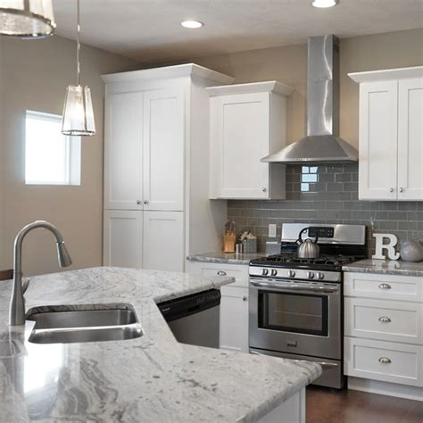 soft white kitchen cabinets white shaker kitchen cabinets with soft doors 5591