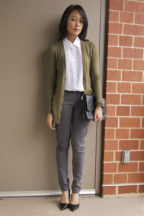 74 best images about Outfits - Grey Pants on Pinterest