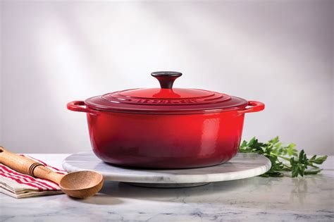 le creuset cast iron dutch oven  quart  french cookware cutlery