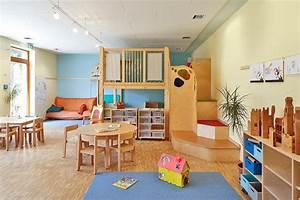 Kita Räume Einrichten : wohlf hlatmosph re in diesem gruppenraum sorgt die blaue akzentwand 3d arctis 115 f r einen ~ Watch28wear.com Haus und Dekorationen