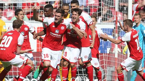 Including potential and rating from the best players and talents. Mainz 05 so gut wie gerettet - 4:2-Sieg gegen Frankfurt ...