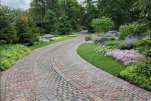 6 driveway looks take landscapes along for the ride for Driveway landscaping ideas pictures