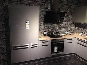 L Küche Mit E Geräten : h cker musterk che moderne l k che mit 5 blaupunkt ger ten sp le fl chenb ndig umplanung ~ Orissabook.com Haus und Dekorationen