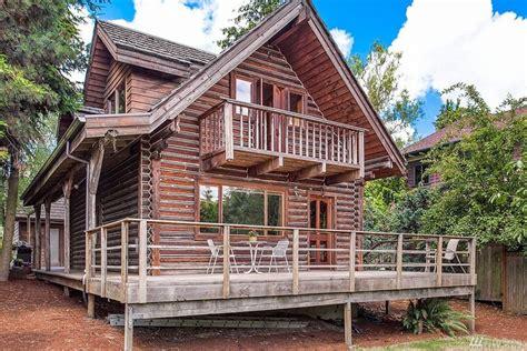 kind log home  beacon hill urban living