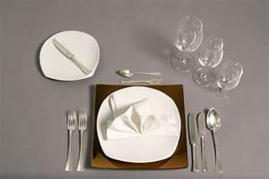 Tisch Richtig Eindecken : wie decke ich einen tisch knigge ~ Lizthompson.info Haus und Dekorationen