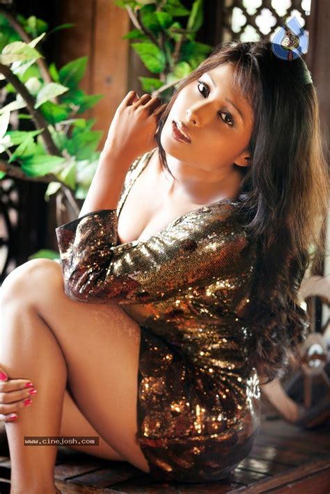 Nikita Gokhale Hot Stills - Photo 3 of 22