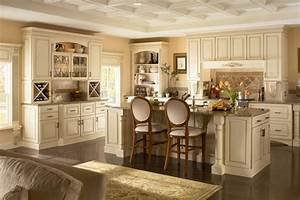 Beyaz klasik mutfak dolaplari modelleri for Kitchen colors with white cabinets with wagon wheel wall art