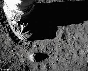 Front Lines: Neil Armstrong dead at 82: First man to walk ...