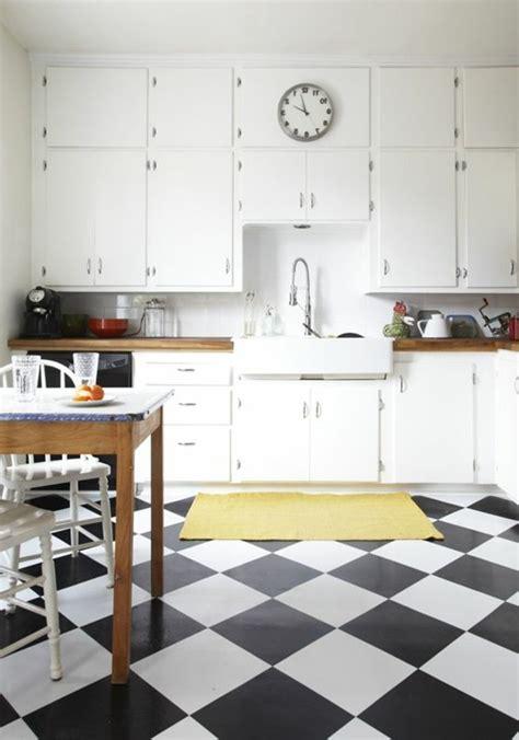 carrelage blanc cuisine le carrelage damier noir et blanc en 78 photos archzine fr