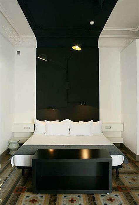 salle de bain plafond noir