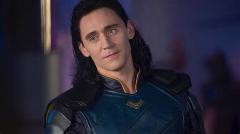 tom hiddleston falls   face  training vid