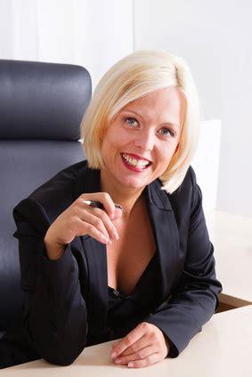 business frisuren fuers buero perfekt schminken