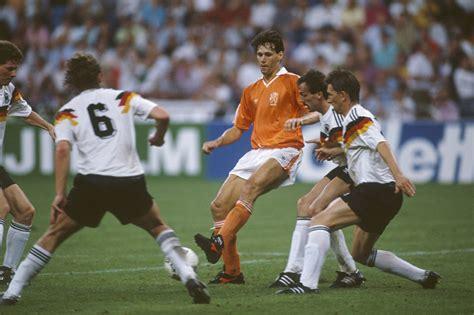 Футбол. Голландия 3:0 Германия - результат и счёт матча онлайн - 13.10.2018