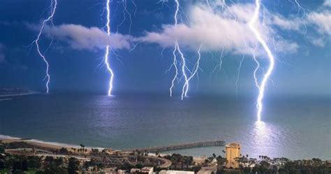 lightning strikes  southern cali point