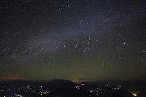 APOD: 2013 December 13 - Geminid Meteor Shower over ...