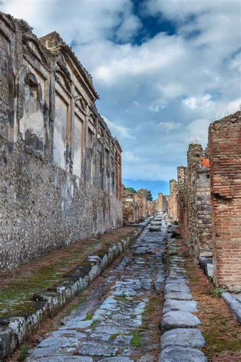 Naples Travel Guide: Things to Do In Naples Italy and ...