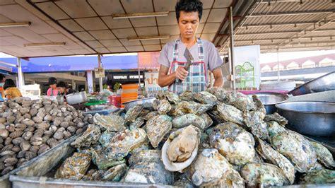 Selain itu, cara memasak sajian khas thailand ini juga terbilang sederhana. Street Food OYSTER BAR!! Seafood Mountain in Surat Thani ...