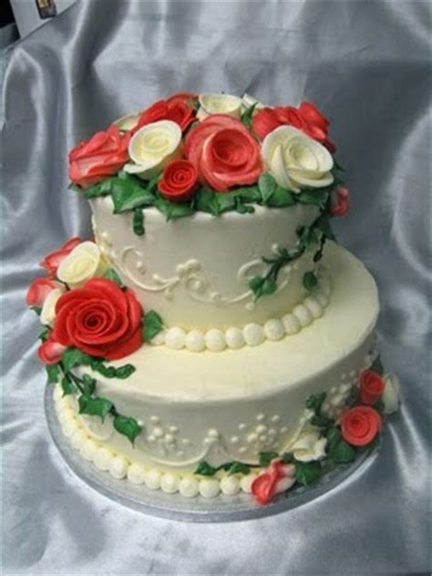 wedding cakes pictures  tier  red roses wedding cake