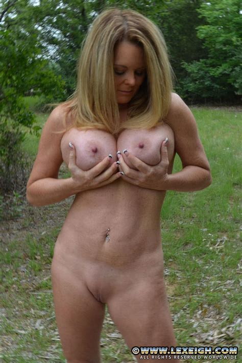 Lexeigh Display Her Sexy Milf Body Milf Fox