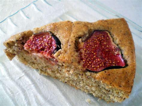cuisiner les figues fraiches gâteau moelleux aux noisettes et aux figues fraîches tour n 12 cuisiner avec ses 5 sens